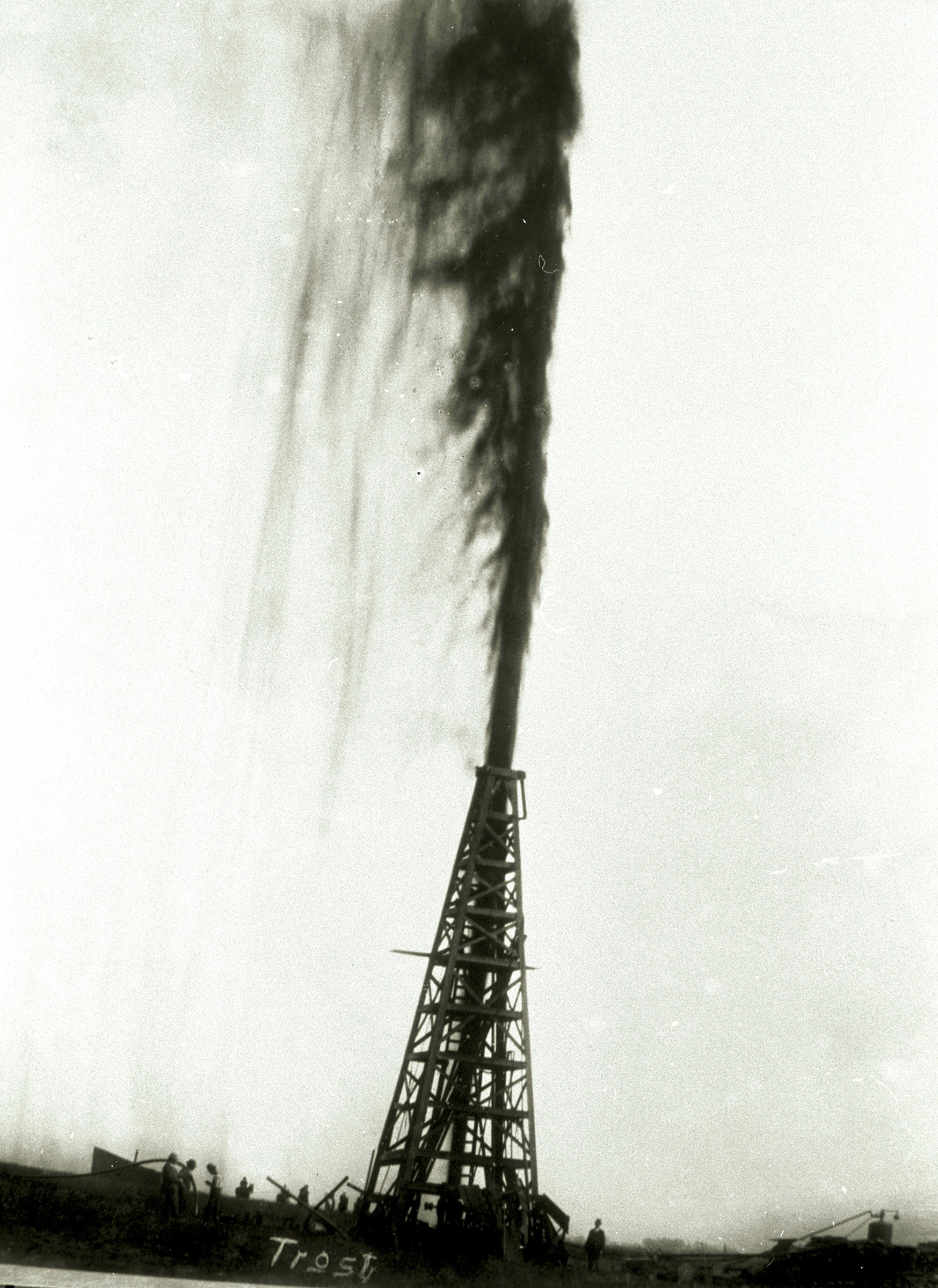 essay on spindletop Oil and texas: a cultural history soon the 4-inch drill pipeshot skyward after the mud, water, and pipe were blown out, gas followed, but only for a short time.